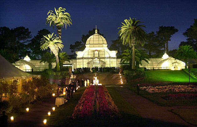 Gala at the San Francisco Conservatory of Flowers honoring the re-opening.  Event hosted by the Board of Trustees of the Friends of Park and Recreation in 2003. Photo: Katy Raddatz, The Chronicle