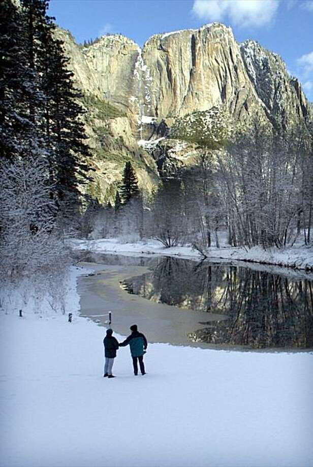 he Yosemite Valley had 3 inches of new snow fall overnight.  A stop along the Meced River at swinging Bridge, with Yosemite Falls in the background. Interior Secretary Bruce Babbit announces the final plan to restore Yosemite Valley.   Nov 14, 2000 Photo: Michael Macor, The Chronicle