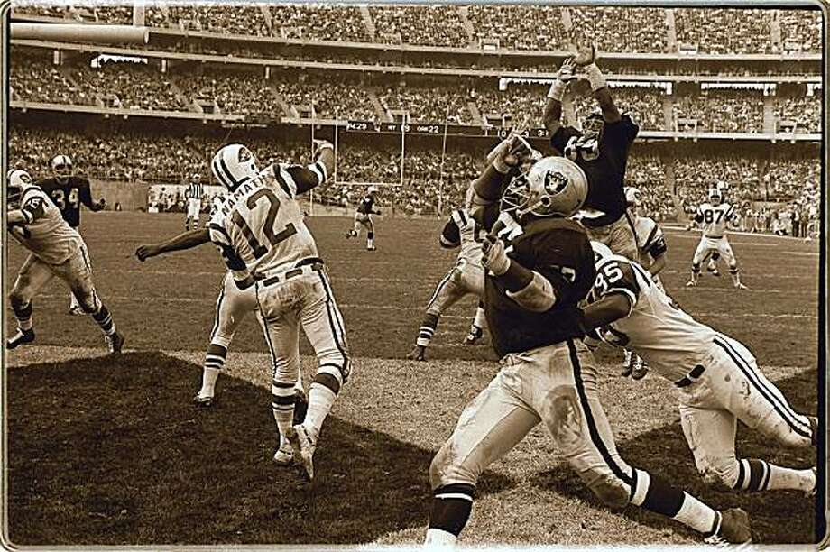 OAKLAND RAIDERS VS NEW YORK JETS Photo: The Chronicle, 1968