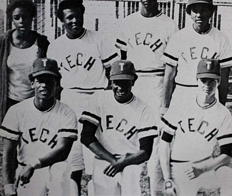 Rickey Henderson (bottom left) poses for a team photo with Oakland Tech Bulldog teammates in his senior year in Oakland, Calif. Photo: Oakland Tech High School