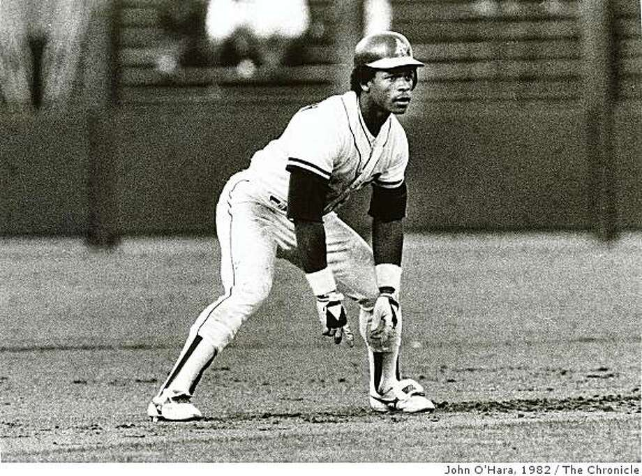 HENDERSON_HALL01.jpg Jul 9, 1982Rickey Henderson Photo: John O'Hara, 1982, The Chronicle