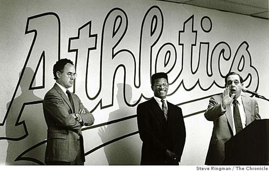 1989 - Rickey Henderson, Sandy Alderson, and agent Richie at contract signing. Photo: Steve Ringman, The Chronicle