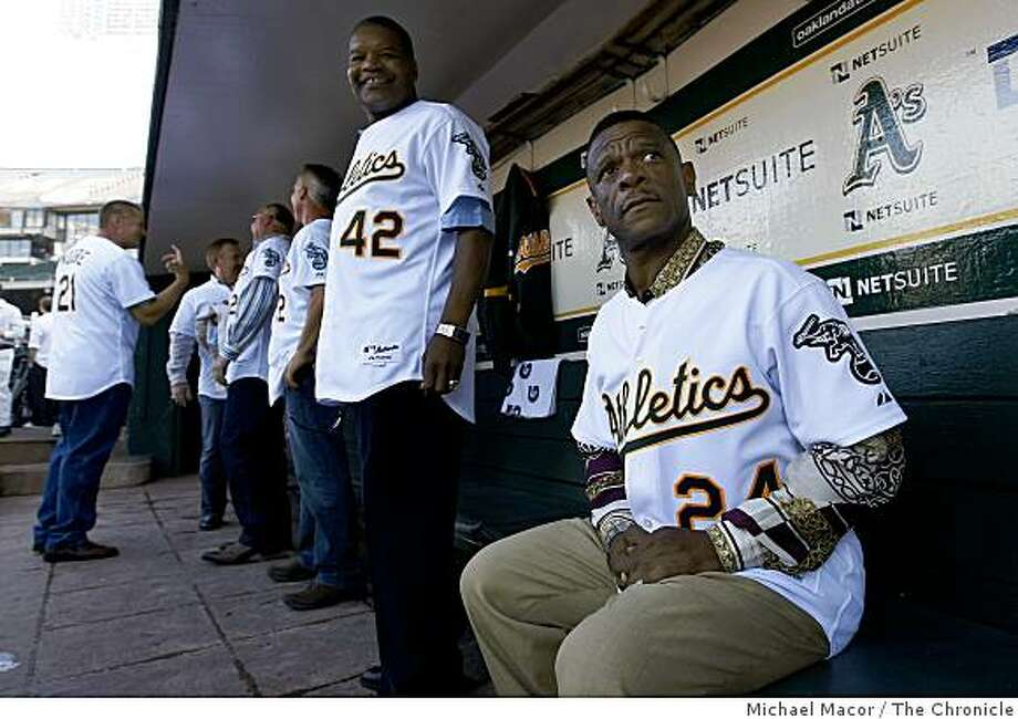 Dave Henderson (left) and Rickey Henderson celebrate the 20th anniversary of the 1989 World Series before the start of the A's game against the Giants on Tuesday. Photo: Michael Macor, The Chronicle
