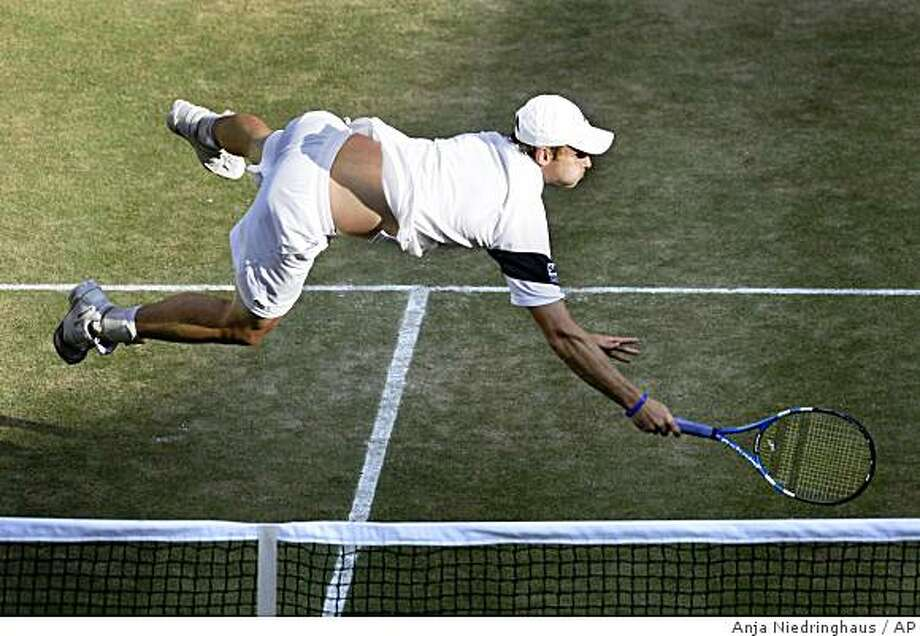 Andy Roddick of U.S. dives for a return from Andy Murray of Britain during their semifinal singles match on centre court at Wimbledon, Friday, July 3, 2009. (AP Photo/Anja Niedringhaus) Photo: Anja Niedringhaus, AP