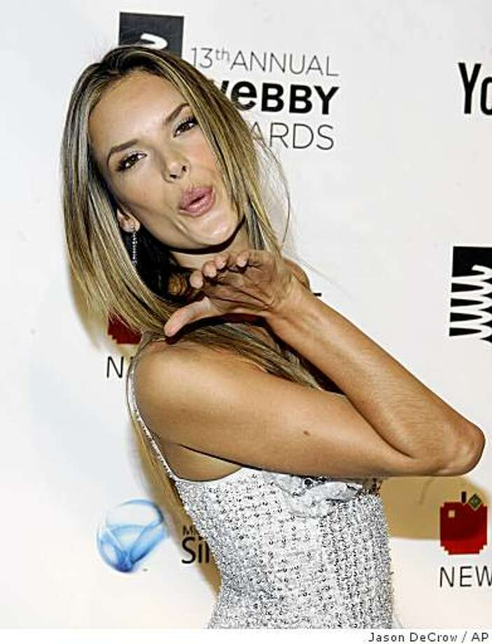 Victoria's Secret model Alessandra Ambrosio arrives for the 13th annual Webby Awards Monday, June 8, 2009 in New York. Photo: Jason DeCrow, AP