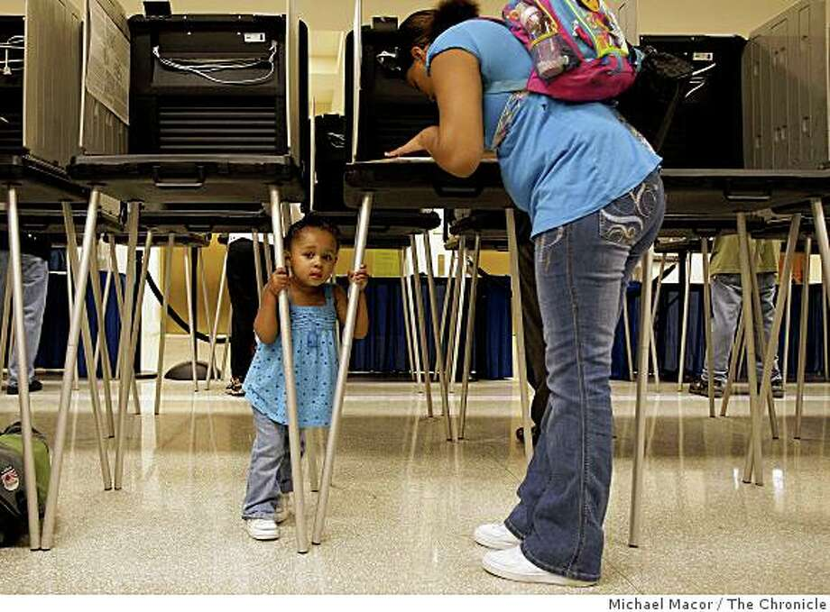 20-year-old Shante Davis, with her two-year-old daughter Shantayjah Wells in tow, votes for the first time in San Francisco City Hall on Thursday Oct. 23, 2008. Photo: Michael Macor, The Chronicle