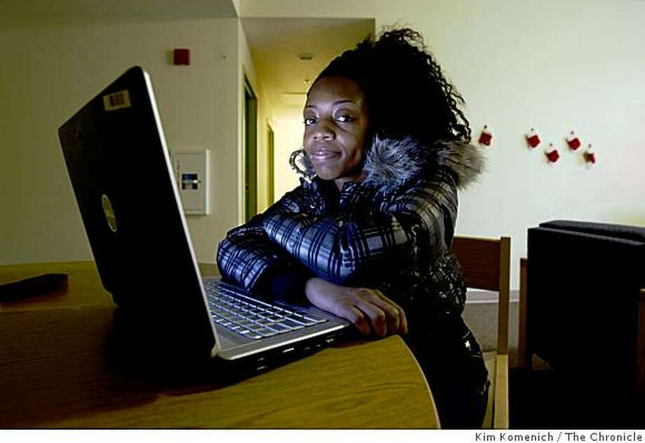 Kenetta Hampton is a former Carver School student who is now attending California State University East Bay in Hayward, Calif. She spent  Wednesday, Jan. 21, 2009 catching up on homework at her dorm. Photo: Kim Komenich, The Chronicle