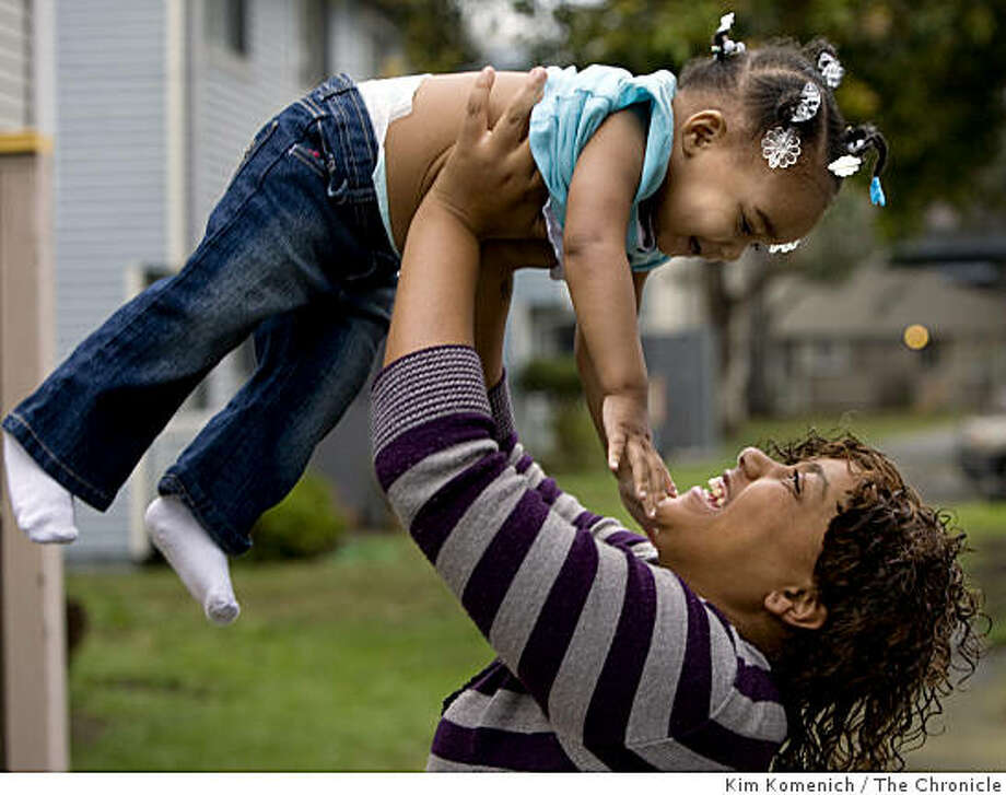 Former Carver School student Gerrine Washington play with her daughter Damiya outside their home on Treasure Island in San Francisco, Calif., on Friday, Jan. 23, 2009. Photo: Kim Komenich, The Chronicle