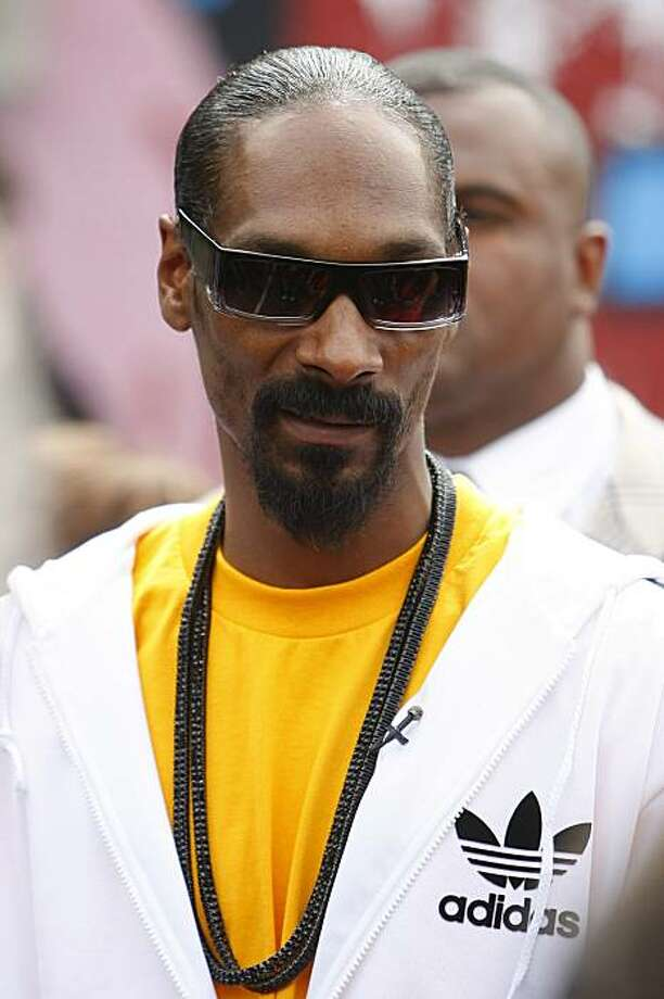 U.S singer Snoop Dogg at the Ordsall Community Center, Manchester, England, Thursday July 8, 2010. Volunteers are giving their time to community projects in exchange for a ticket to a concert tonight at the Manchester Apollo featuring Snoop Dogg. Photo: Tim Hales, AP