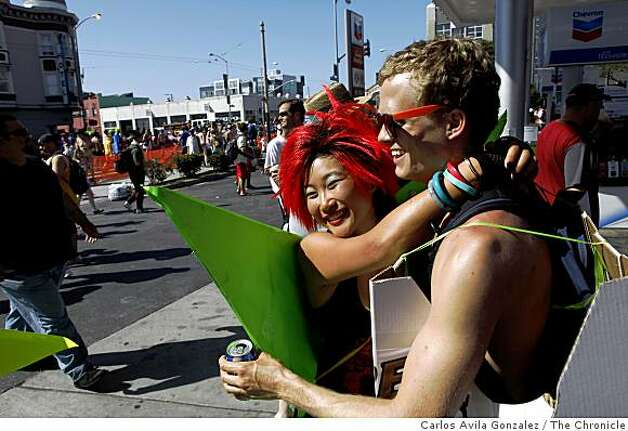 Todd Osborne, of Laguna Beach, and Amy Cheng of Lexington, Kent., hug during the Bay to Breakers race. The 98th running of the Bay to Breakers on Sunday, May 17, 2009. On hand were the usual costumed runners, floats, and scene. This year's news was the new rules regarding permits for floats and prohibition of kegs, but little enforcement was visible in the the mix. Photo: Carlos Avila Gonzalez, The Chronicle