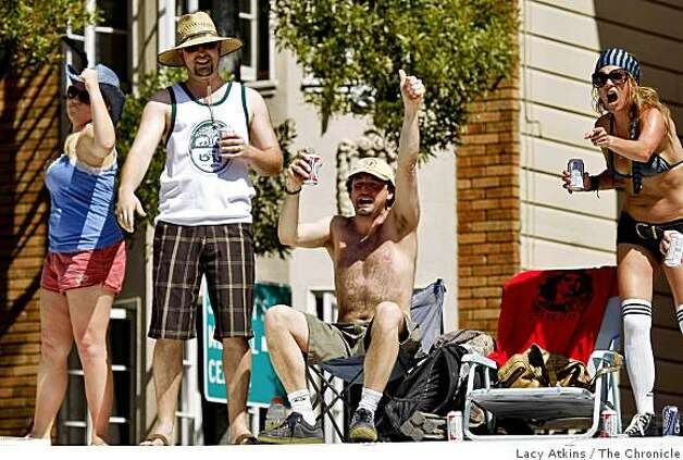 Spectators cheer the party on walkers along Hays Street during the Bay to Breakers. Photo: Lacy Atkins, The Chronicle