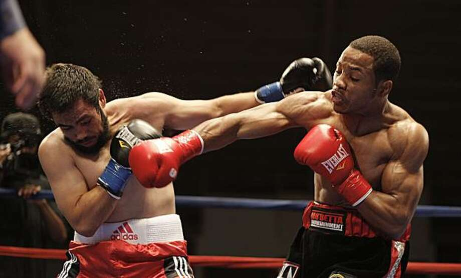 Karim Mayfield (right) battles his opponent, Sergio Del La Torre, at the Kezar Pavilion in San Francisco on Saturday. Photo: Michael Macor, The Chronicle