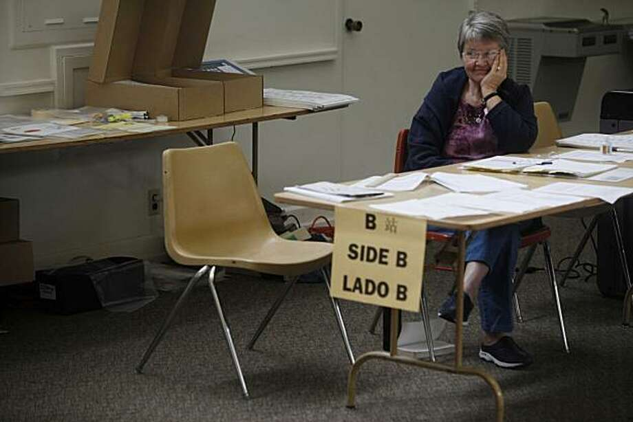 """""""Its one of the slowest I've ever seen,"""" elections judge Claire Smith said at the Lakeshore Avenue Baptist Church on Tuesday in Oakland. Photo: Mike Kepka, The Chronicle"""