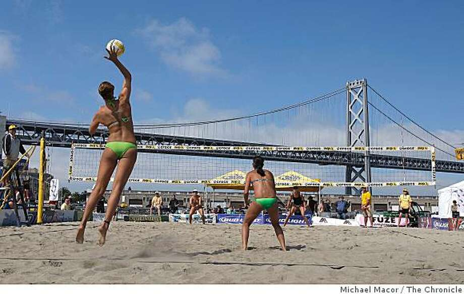 Lauren Fendrick serves the ball in a 2nd round match between the team of  Diane Denecchea / Barbara Fontana taking on  Lauren Fendrick / Paula Roca as the Professional Beach Volleyball tour makes a stop in San Francisco, Calif. on Sept. 12, 2008. Photo: Michael Macor, The Chronicle