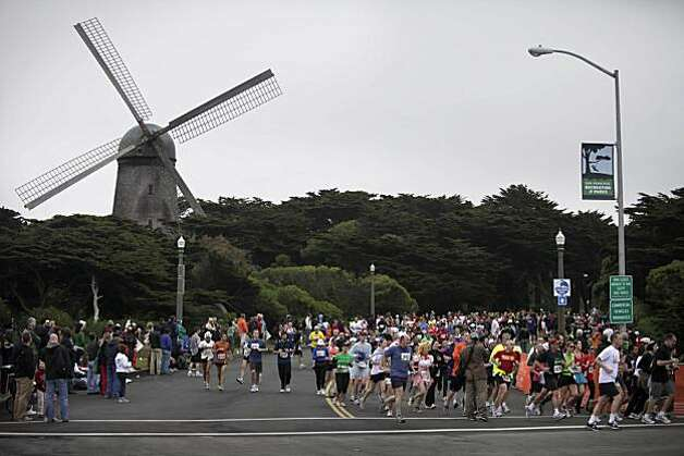 Bay to Breakers participants make their way out of Golden Gate Park onto the Great Highway in San Francisco on Sunday. Photo: Lea Suzuki, The Chronicle