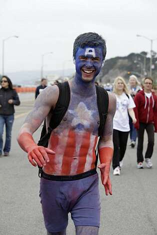 Jordan Jensen of Seattle makes his way toward the Bay to Breakers finish line in San Francisco on Sunday. Photo: Lea Suzuki, The Chronicle