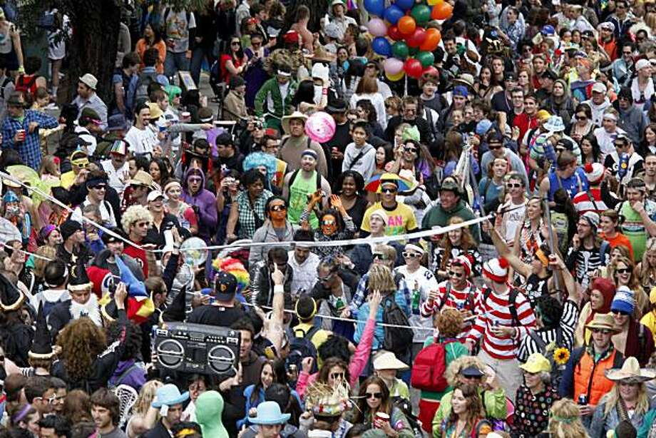 A volleyball game broke out in the crowd as a net moved past Alamo Square. Thousands took place in the 99th annual ING Bay to Breakers event  Sunday morning May 16, 2010 in San Francisco, Calif. Photo: Brant Ward, The Chronicle