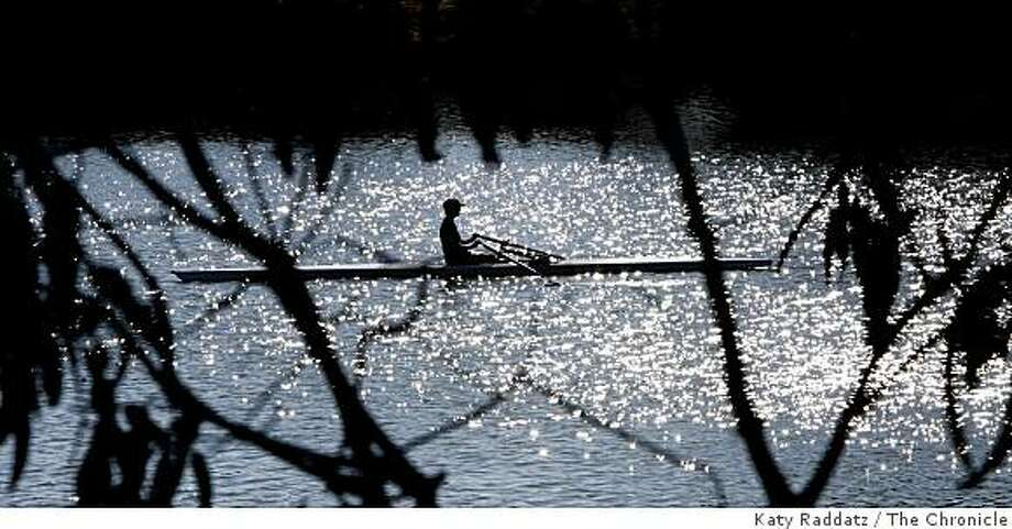A rower takes to the water in Berkeley Aquatic Park in Berkeley, Calif. on Tuesday, August 26, 2008. Photo: Katy Raddatz, The Chronicle