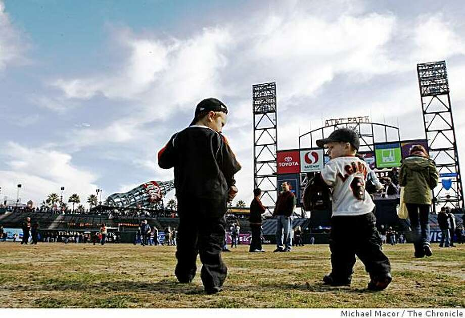 "Nico Esser,(left) 3-years-old and Loudon Carter, 21 months take the outfield during the   San Francisco Giants  annual ""Fanfest"" at AT&T park in San Francisco, Calif. on Saturday, Feb. 7, 2009, as a new season of baseball is ready to get underway. Photo: Michael Macor, The Chronicle"