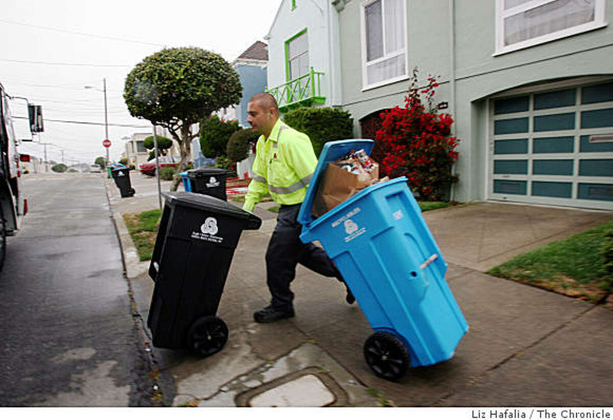 Angelo Mayorga picks up garbage and recycling cans on Monday, July 28, 2008, on 40th Ave. between Lawton and Kirkham streets in San Francisco, Calif. A proposed ordinance from the director of the Department of the Environment would require all San Francisco residents and businesses to begin recycling food scraps and other compostable material. Photo by Liz Hafalia / The Chronicle