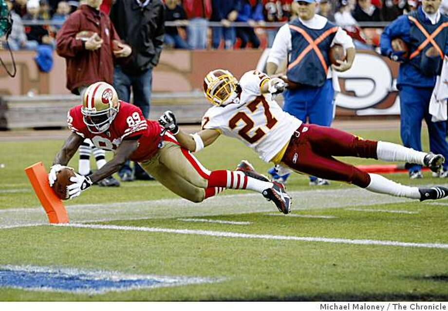San Francisco 49ers Jason Hill (89) scores in the 4th quarter of a game hosted by the 49ers at Candlestick Park on Sunday, December 28, 2008. Covering him is Washington Redskins Fred Smoot (27). The 49ers won 27-24. Photo: Michael Maloney, The Chronicle