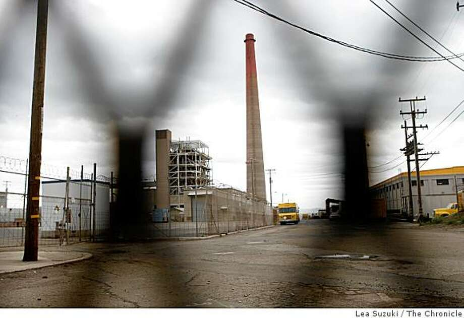 The Potrero power plant photographed on Monday, November 3, 2008 in San Francisco, Calif. Photo: Lea Suzuki, The Chronicle