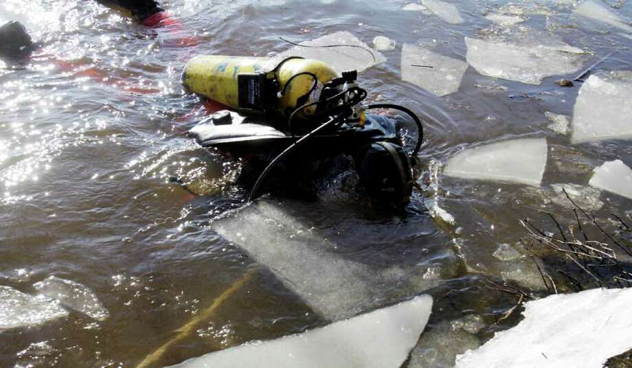 A diver maneuvers around sheets of ice as he searches the Kennebec River in Waterville,  Maine, on Wednesday, Jan. 11, 2012, for 20-month-old Ayla Reynolds  who was reported missing since December. (AP Photo/Pat Wellenbach) Photo: Pat Wellenbach, Associated Press / AP