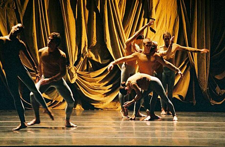 Pictured: Company members of Merce Cunningham Dance Company performs Sounddance. The troupe returns to Cal Performances March 3 - 5, 2011.   PHOTO: Tony Dougherty Photo: Tony Dougherty
