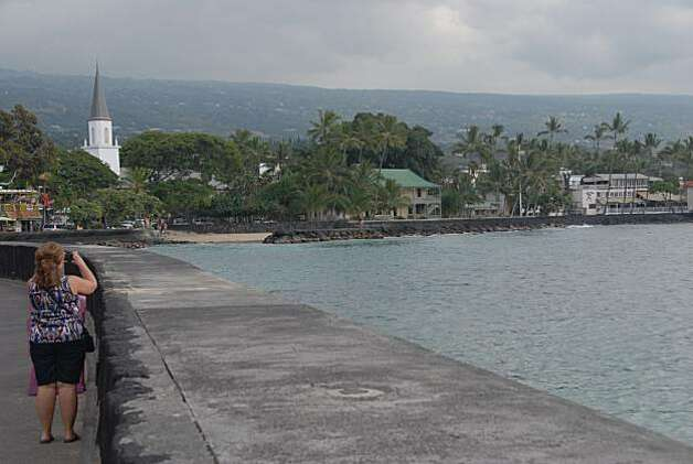 The seawall on Ali'i Drive offers a panoramic view of Kailua-Kona. Photo: Jeanne Cooper, Special To The Chronicle