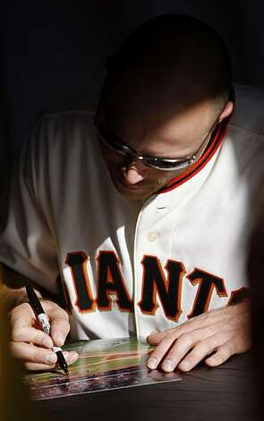 Giants player Nate Schierholtz signs autographs. Photo: Anna Vignet, The Chronicle