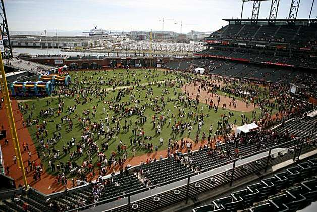 Fans celebrate the San Francisco Giants at FanFest, held at AT&T Park on Saturday February 5, 2011. Photo: Anna Vignet, The Chronicle