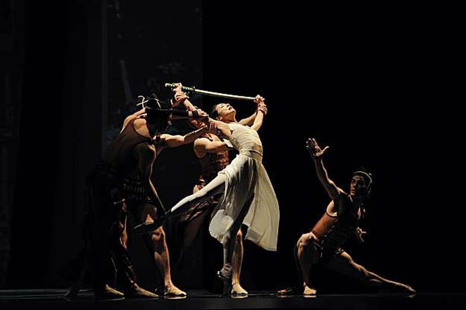 Yuan Yuan Tan and members of San Francisco Ballet in Yuri Possokhov's RAkU.  ? Erik Tomasson Photo: Erik Tomasson