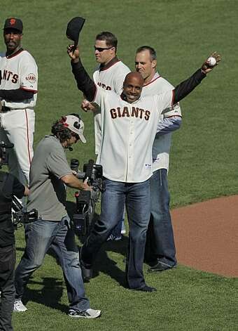 Barry Bonds prepares to throw out the first pitch of game 3 of the National League Champion series with the San Francisco Giants and the Philadelphia Phillies on Tuesday Nov. 19, 2010 in San Francisco, Calif. Photo: Michael Macor, The Chronicle