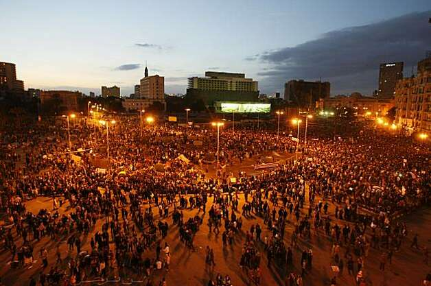 TOPSHOTS Egyptian demonstrators gather at dusk in Tahrir Square in Cairo on January 31, 2011, on the seventh day of protests against long term President Hosni Mubarak.   TOPSHOTS / Photo: Mohammed Abed, AFP/Getty Images