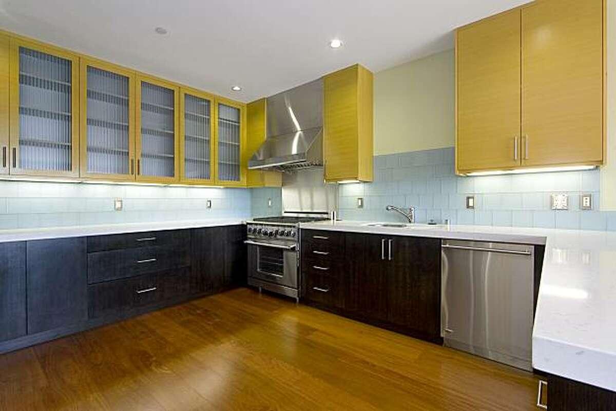 657 Rhode Island kitchen