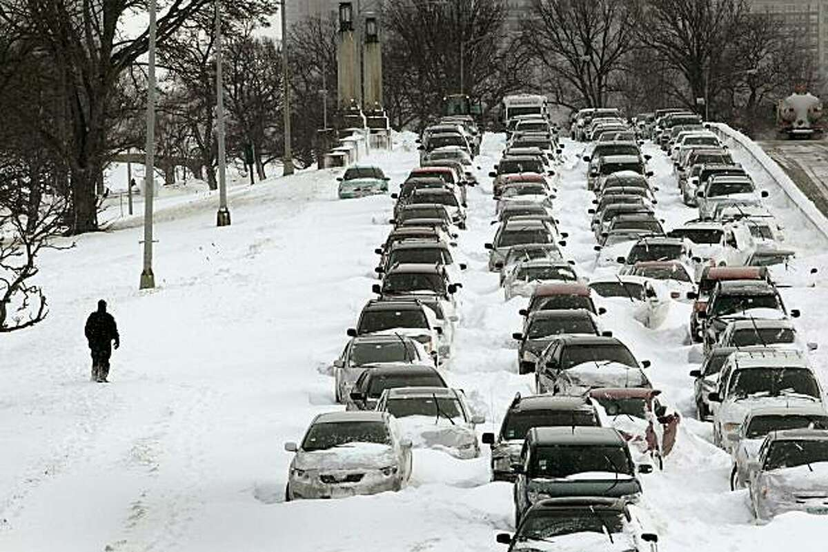 CHICAGO - FEBRUARY 02: Cars sit in the northbound lanes of Lake Shore Drive after accidents and drifting snow stranded the drivers during last night's blizzard February 2, 2011 in Chicago, Illinois. As of late morning over 20 inches of snow had fallen, making this snowstorm the third largest recorded in the city.