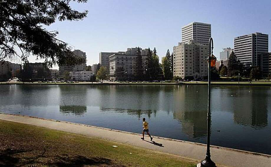 A jogger at Lake Merritt  is photographed in Oakland, Calif., on Thursday, October 23, 2008 Photo: Mark Costantini, The Chronicle