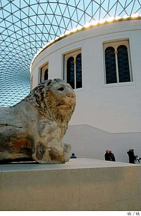 ENG_0423 � Reading Room at center of the Great Court of the British Museum, London, England Photo: Tk