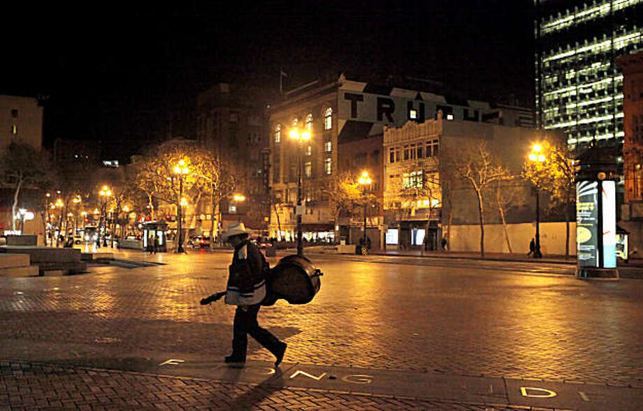 The area around the UN Plaza on Market  becomes quitter and less populated and the evening hours approach, Thursday Dec. 16, 2010, in San Francisco, Calif. Photo: Lacy Atkins, The Chronicle