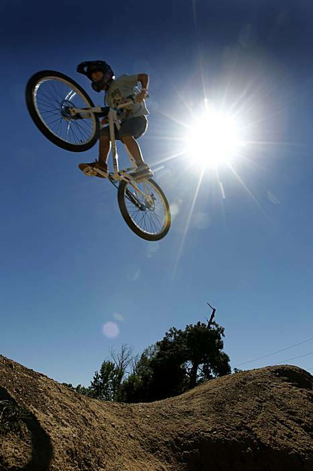 Flying High - 2:55 p.m. - Pleasanton. I had some time to kill before a photo shoot and came across bicyclists performing acrobatic maneuvers at a BMX park near Shadow Cliffs Regional Park in Pleasanton. Because of early deadlines for the Sunday Chronicle, it was too late to offer this to the print edition so this young lad's feat will have to remain in cyberspace. Camera settings: Canon EOS-1D MkiV, ISO 200, 1/320, f13, 16mm.
