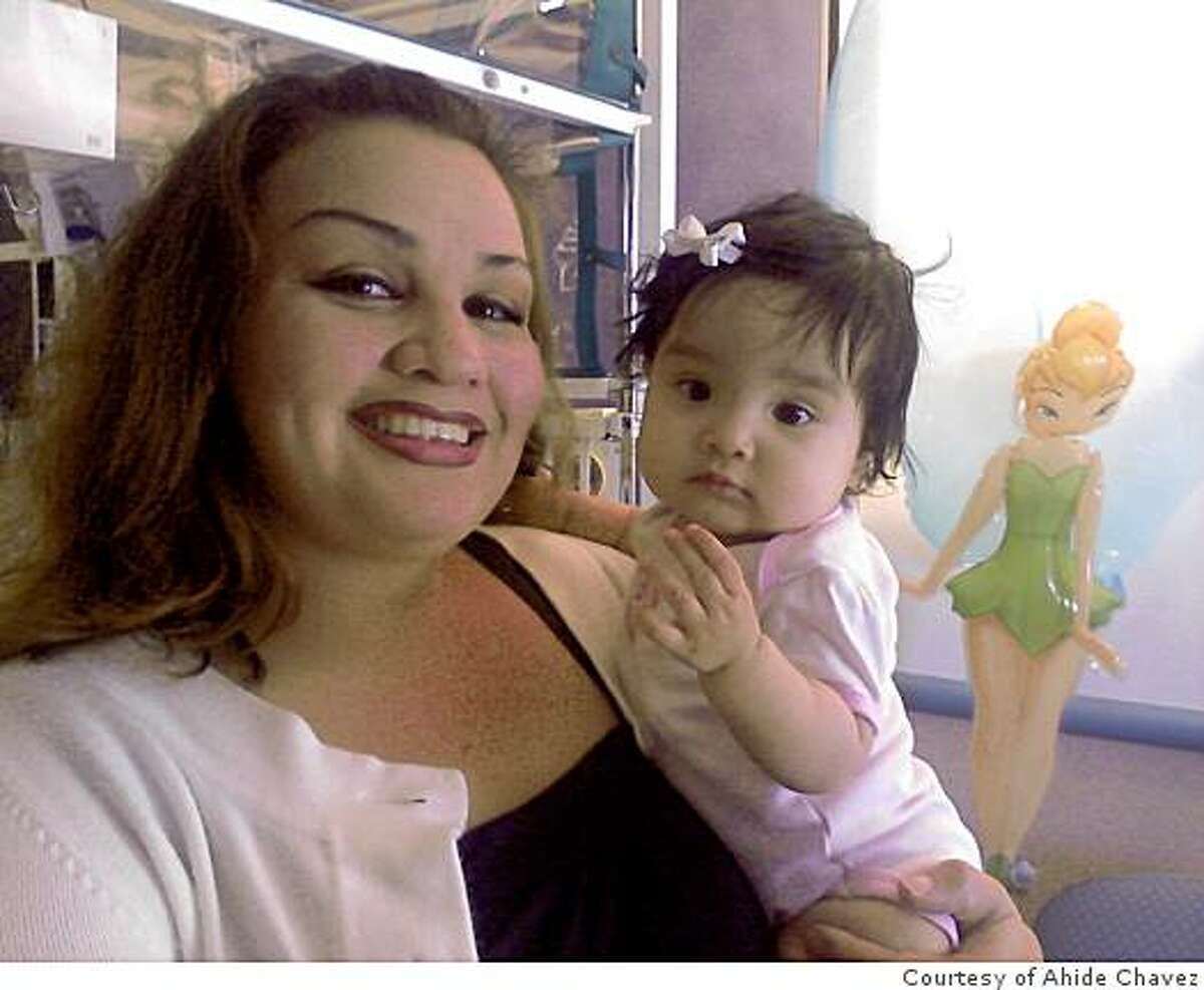 Ahide Chavez with her daughter Edith.