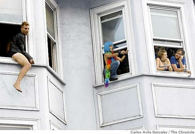 Festivalgoers watch from the windows as the party continues at the Folsom Street Fair. Thousands attended the 25th anniversary Folsom Street Fair in San Francisco, Calif., on Sunday, September 28, 2008. Photo: Carlos Avila Gonzalez, The Chronicle