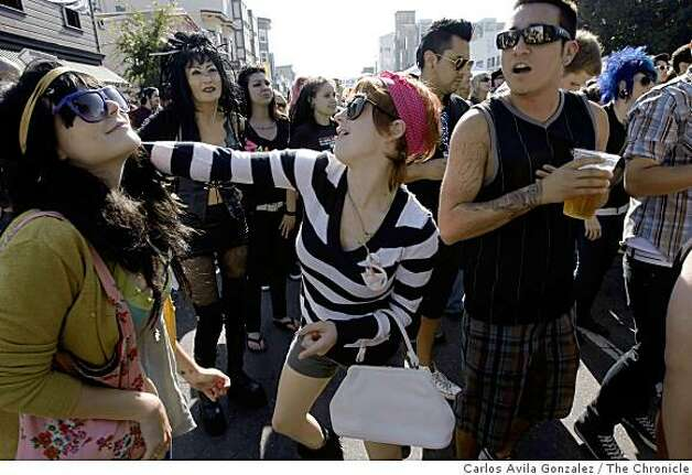 Kiko Bailey, left, and Flori Mashmeyer dance to the music of The Presets at the Folsom Street Fair in San Francisco, Calif., on Sunday, September 28, 2008. Photo: Carlos Avila Gonzalez, The Chronicle