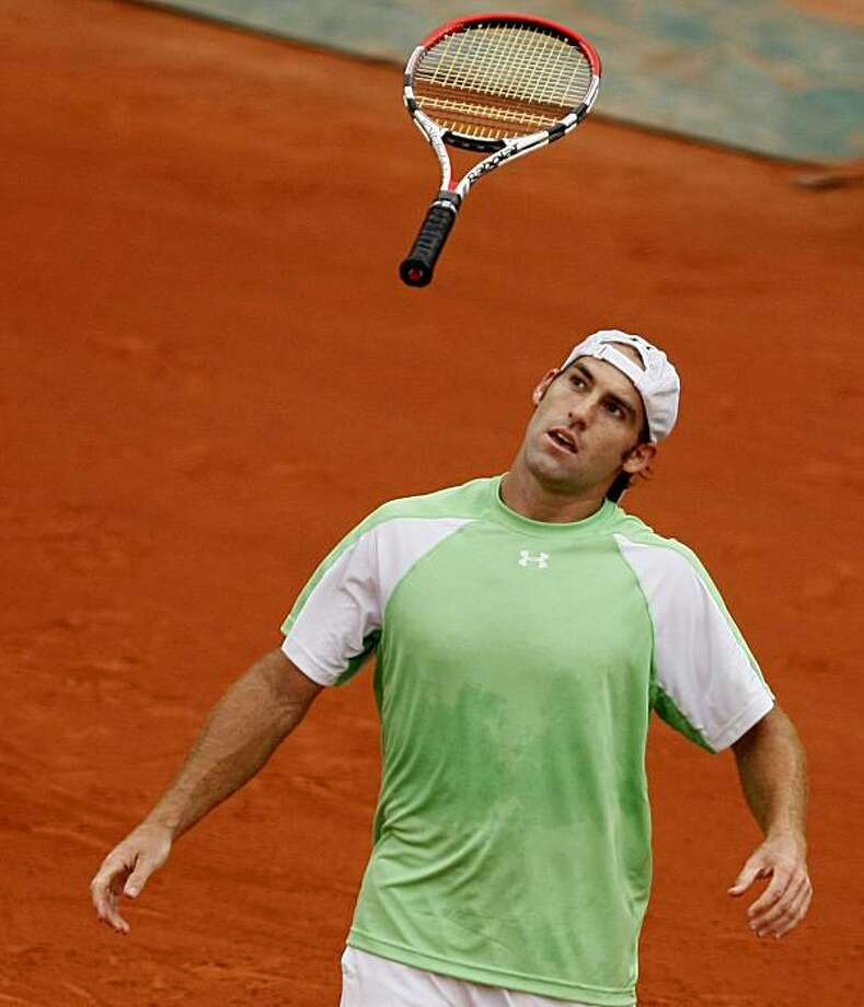 USA's Robby Ginepri reacts after being defeated by Serbia's Novak Djokovic during their fourth round match for the French Open tennis tournament at the Roland Garros stadium in Paris, Monday, May 31, 2010. Photo: Michel Spingler, AP