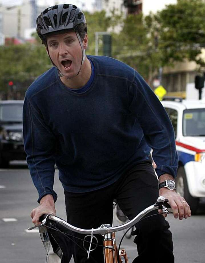 Mayor Gavin Newsom stops at an energizing station at 12th and Market streets set up for bicyclists commuting on Bike to Work Day in San Francisco, Calif., on Thursday, May 13, 2010. Photo: Paul Chinn, The Chronicle