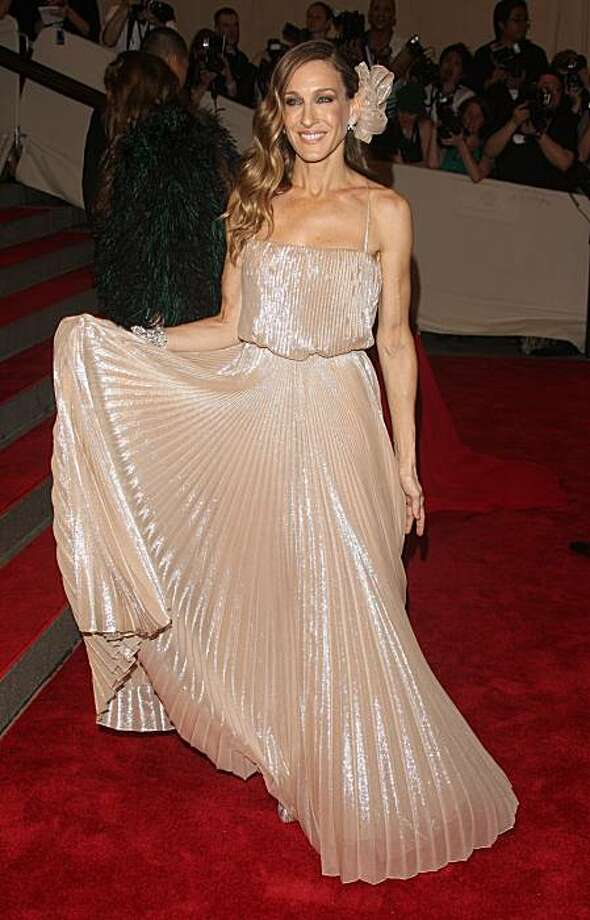 Sarah Jessica Parker arrives to the Metropolitan Museum of Art Costume Institute gala in New York, on Monday, May 3, 2010. Photo: Peter Kramer, AP