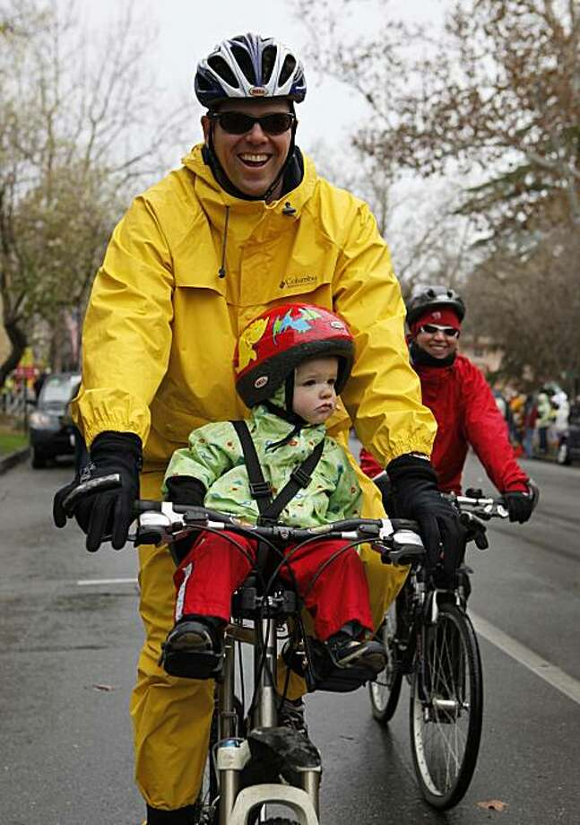Bill and Aimee Posanka with their 18 month old son Rory rode their bikes to the start of Stage 1 of the 2009 Amgen Tour of California bicycle race, which started in Davis, Calif., on Sunday, February 15, 2009 and ended in Santa Rosa. Photo: Michael Maloney, The Chronicle