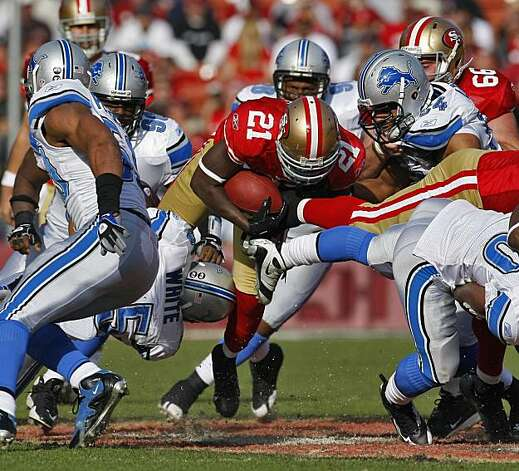 San Francisco 49ers Frank Gore breaks through the Detroit Lions defense, Sunday Dec. 27, 2009, in San Francisco, CAlif. Photo: Lacy Atkins, The Chronicle