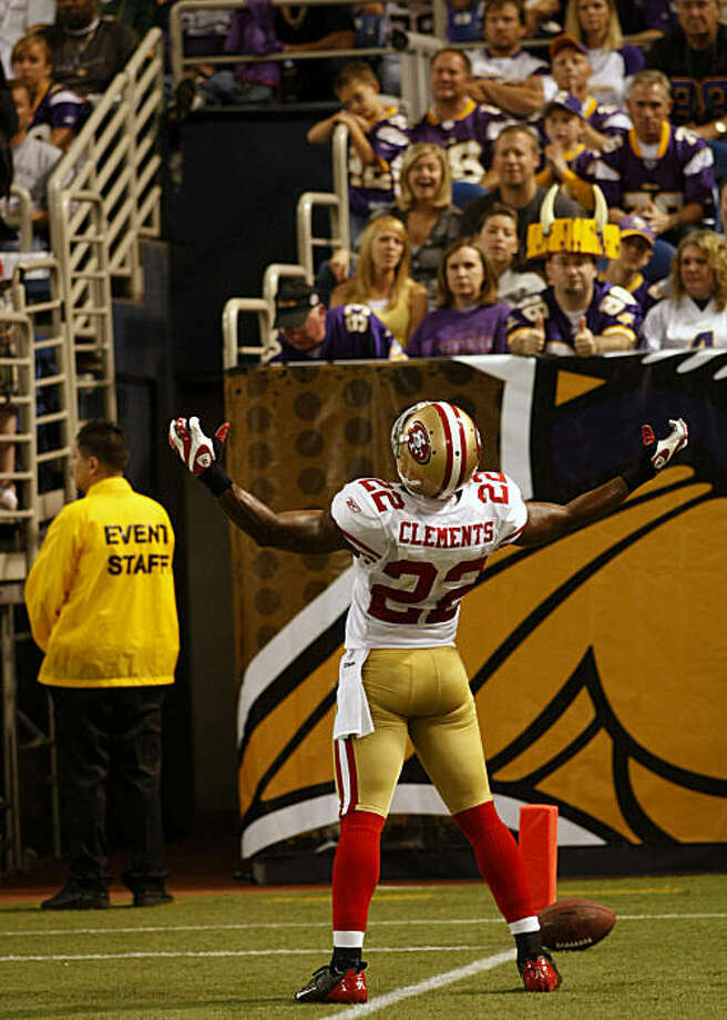 San Francisco 49ers, Nate Clements reacts to the crowd after running 59 yards for a touchdown after blocking a field goal in the second quarter, against the Minnesota Vikings, Sunday Sept. 27, 2009, in Minneapolis,  Minnesota. Photo: Lacy Atkins, The Chronicle