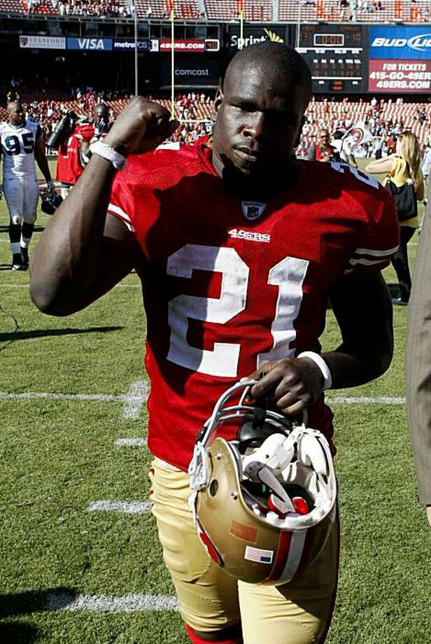San Francisco 49ers running back Frank Gore pumps his fist after a win over the Seattle Seahawks in an NFL football game in San Francisco, Sunday, Sept. 20, 2009. San Francisco won 23-10. (AP Photo/Marcio Jose Sanchez) Photo: Marcio Jose Sanchez, AP